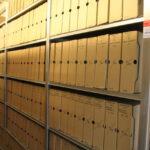 Regały w archiwum